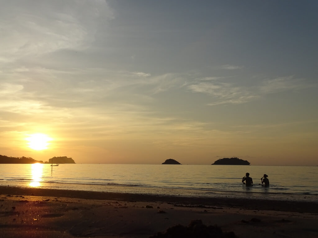 Koh Chang Kai bae Beach Sundown