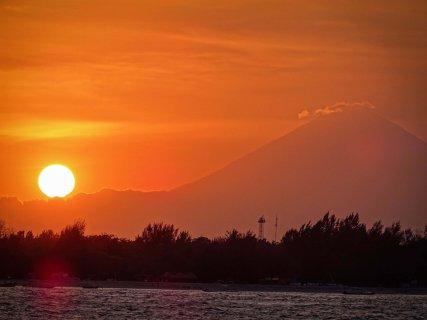 Sonnenuntergang mit Blick auf Gili T und den Gunung Batur
