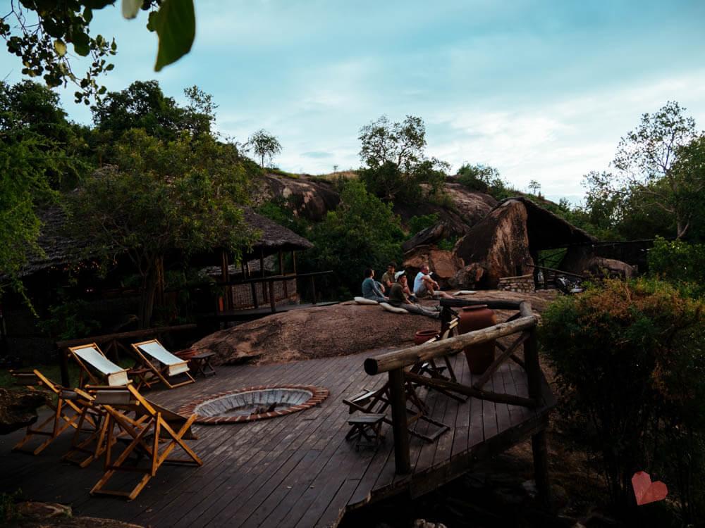 Feuerstelle im Maweninga Camp im Tarangire Nationalpark