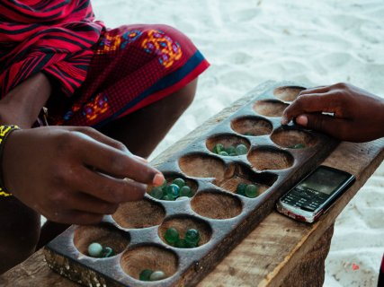 Spiel Maasai am Strand
