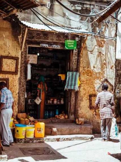Kleiner Verkaufsladen in Stone Town, Sansibar