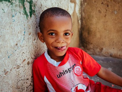 kleiner Junge in Stone Town Sansibar