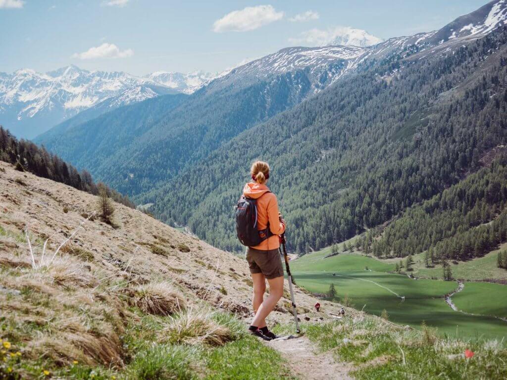 Wanderung zur Sesvenna Hütte mit Blick ins Tal