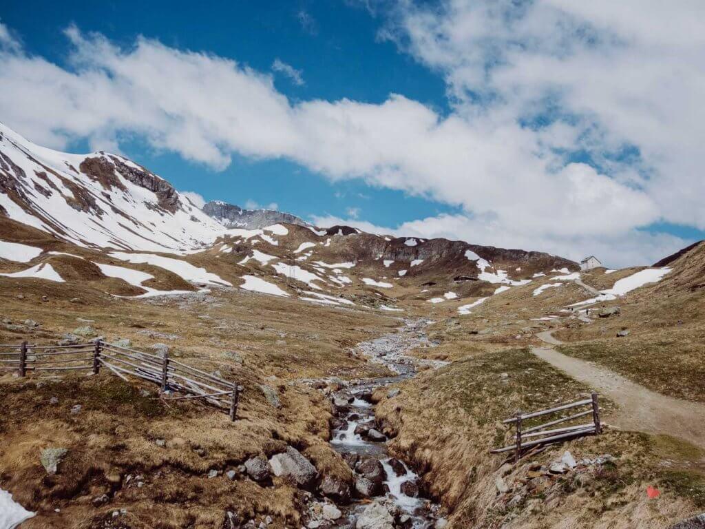 Bach auf der Hochebene der Sesvenna Hütte