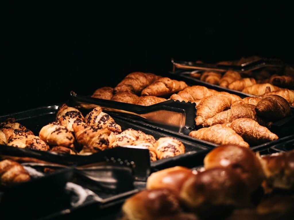 Frühstück im Adler Dolomiti St. Ulrich - Urlaub in den Dolomiten